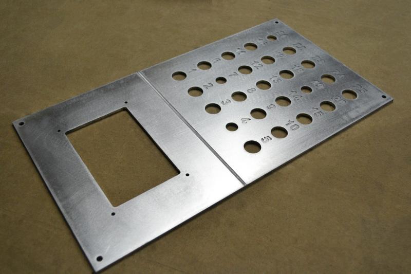 Алюминиевая панель с гравировкой